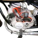 Adler MB 250 als Schnittmodell mit Blick in das Getriebe und auf den Kolben