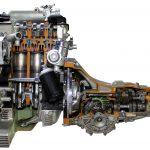 Blick auf Motor und Getriebe Audi 80 GTE von 1982 als Schnittmodell