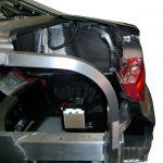 Blick auf den geschnittenen Kofferraum des Schnittmodelles eines Audi A8 von 2010 von der Fahrerseite aus