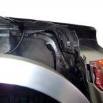 Blick auf das Schnittmodell eines Audi A8 und seine Kofferraumdeckelkonstruktion