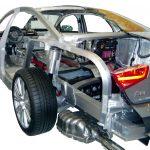 Blick auf das Schnittmodell des Audi A8 von 2010 von hinten links