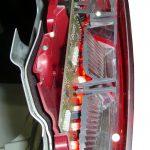 Blick in die Rückleuchte eines Audi A8 Schnittmodelles von 2010