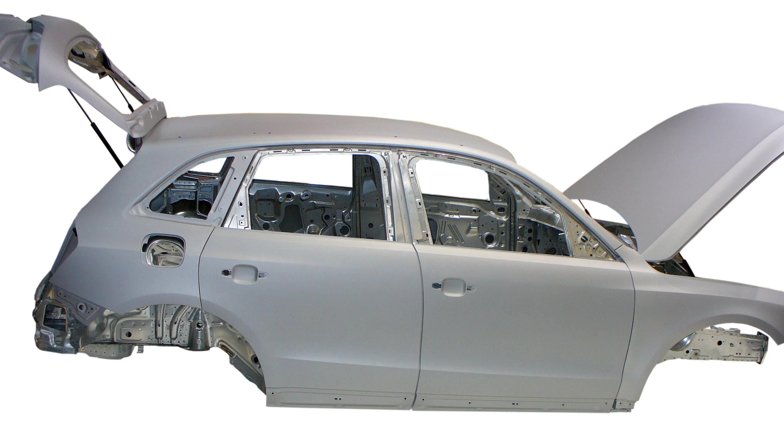 Blick auf die Rohkarosserie eines Audi Q5 von 2012 von der Beifahrerseite aus