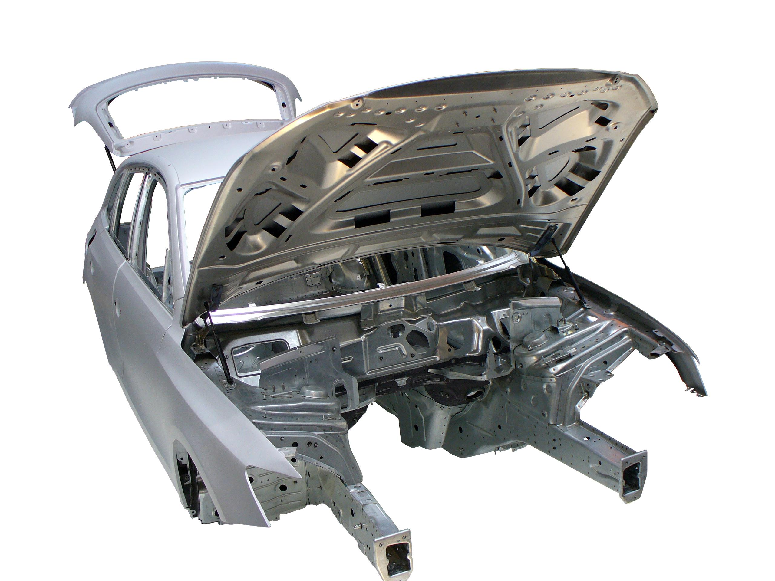 Blick auf die Rohkarosserie des Audi Q5 von 2012 von schräg rechts vorne