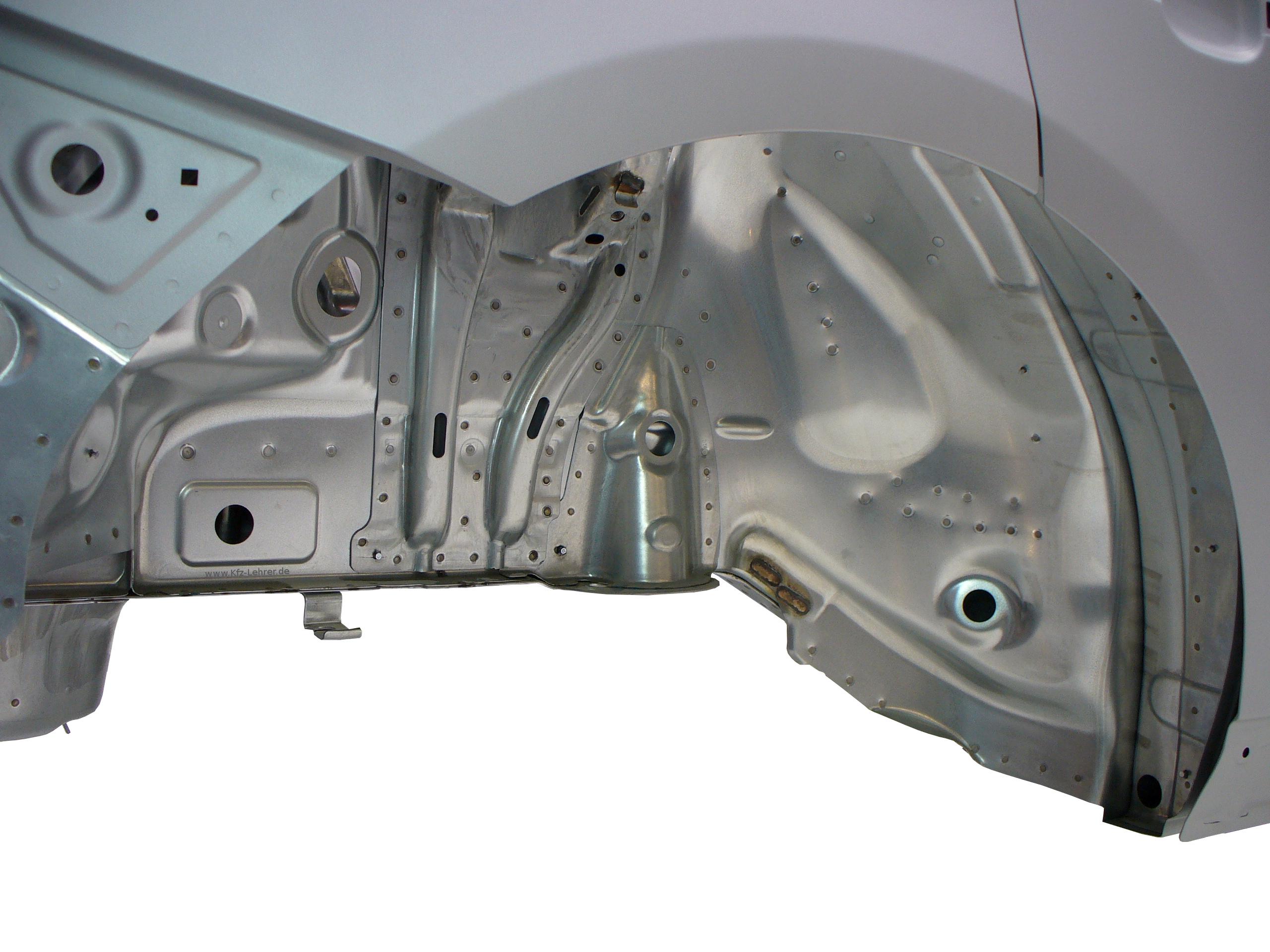 Blick in das Radhaus der Rohkarosserie des Audi Q5