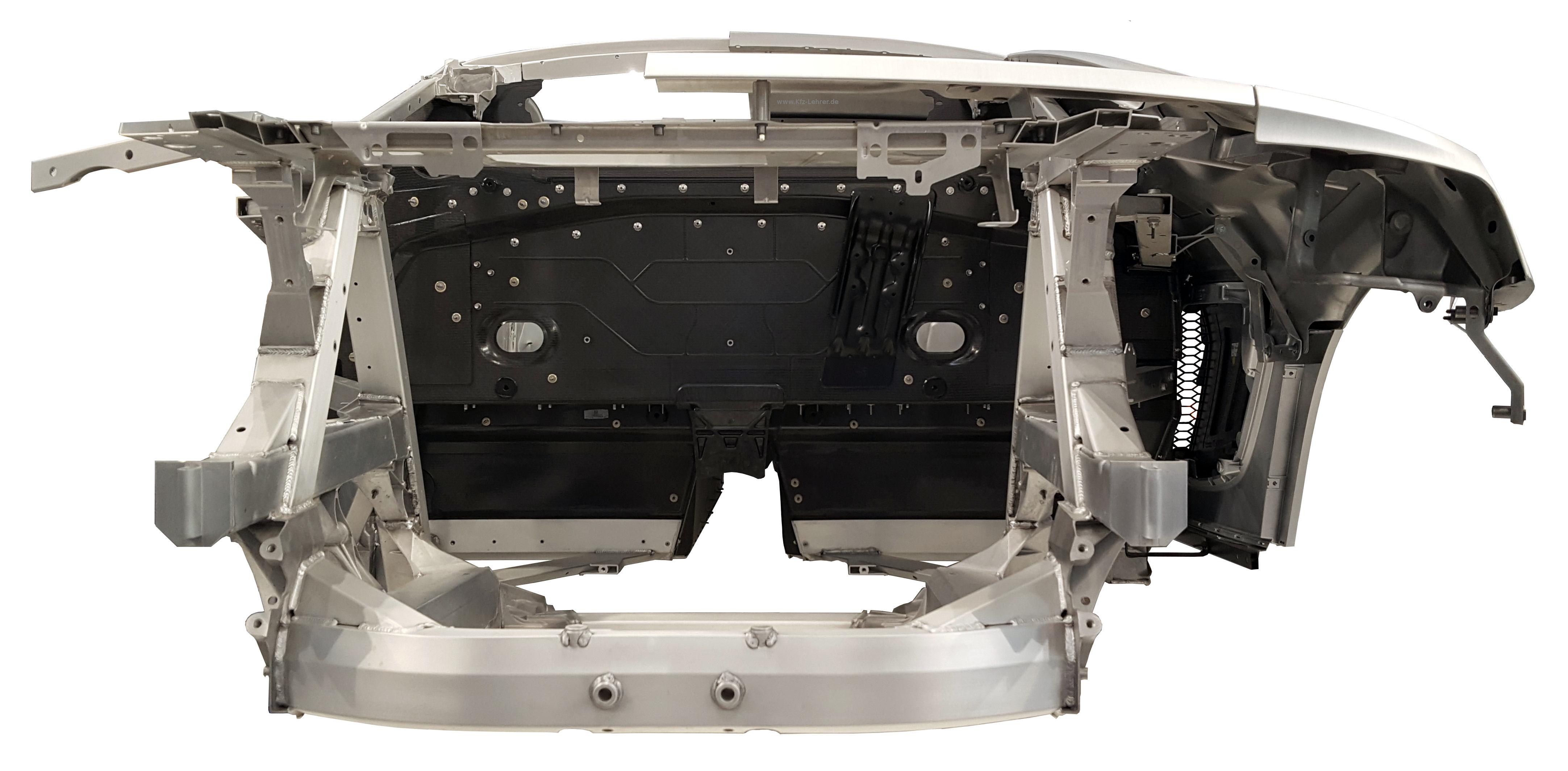 Blick auf die Rohkarosserie des Audi R8 von 2016 von hinten