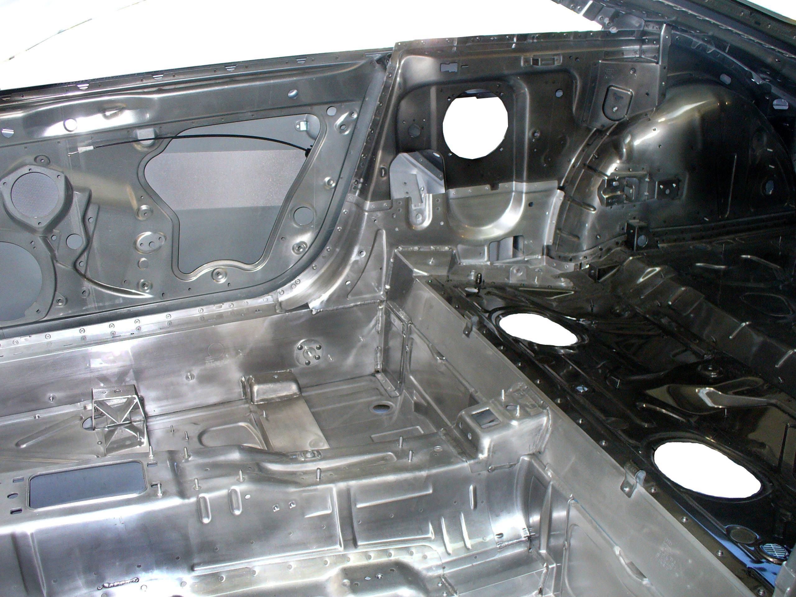 Blick auf die Karosserie eines Audi TT der zweiten Generation ab 2006