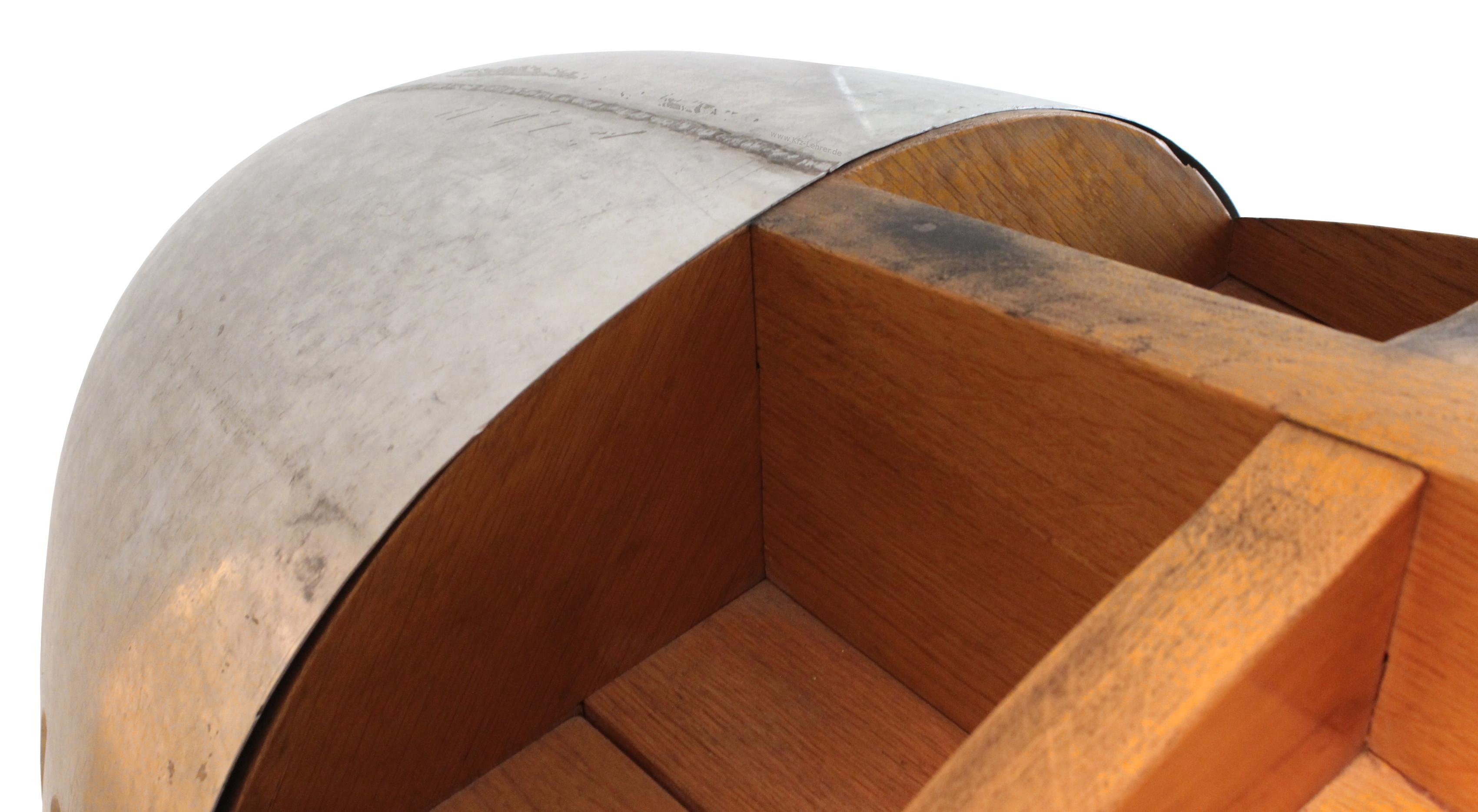 Sie sehen das hintere Teil eines Holzklopfmodelles