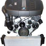 Blick auf einen kompletten 4-Zylinder Diesel Motor von BMW aus dem Jahre 2010
