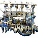 Blick auf Einzelteile eines BMW 6-Zylinder-Motors in einer Raumanordnung