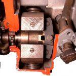 Blick auf das Schnittmodell einer Dieselreiheneinspritzpumpe