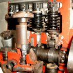 Blick in das Schnittmodell einer Bosch Diesel Reiheneinspritzpumpe
