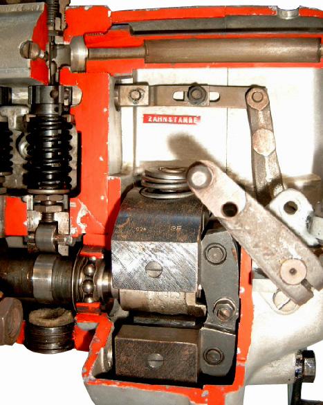 Blick in eine aufgeschnittene Dieselreiheneinspritzpumpe