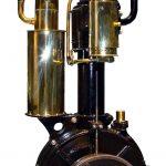 """Zu sehen ist einer der ersten Daimlermotoren von 1886, genannt """"Standuhr""""."""
