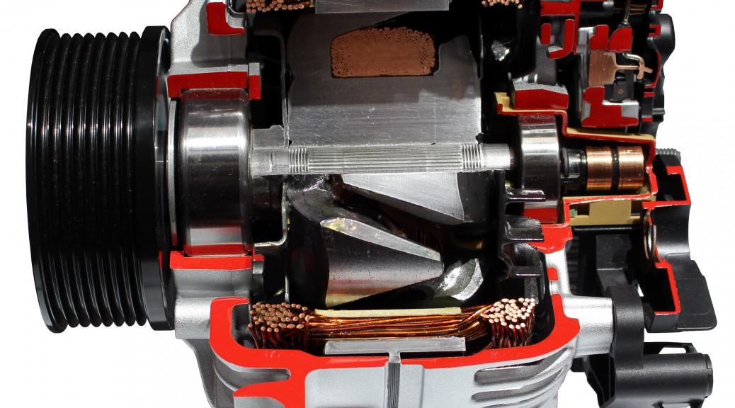 Ein moderner Drehstromgenerator ist als Schnittemodell zu sehen.