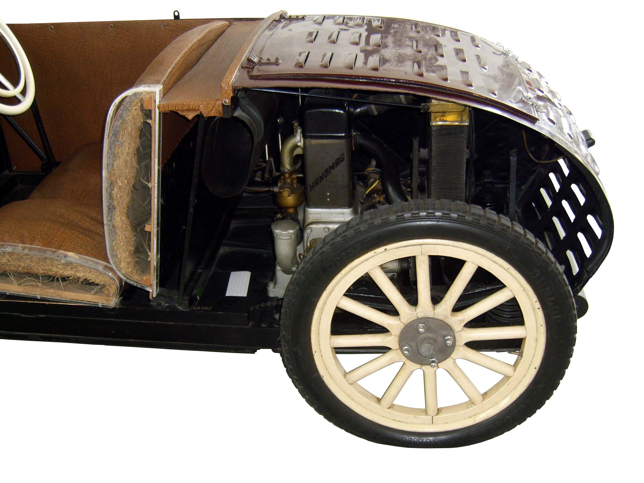 Zu sehen ist das Heck eines Hanomag Kleinwagen Schnittmodelles