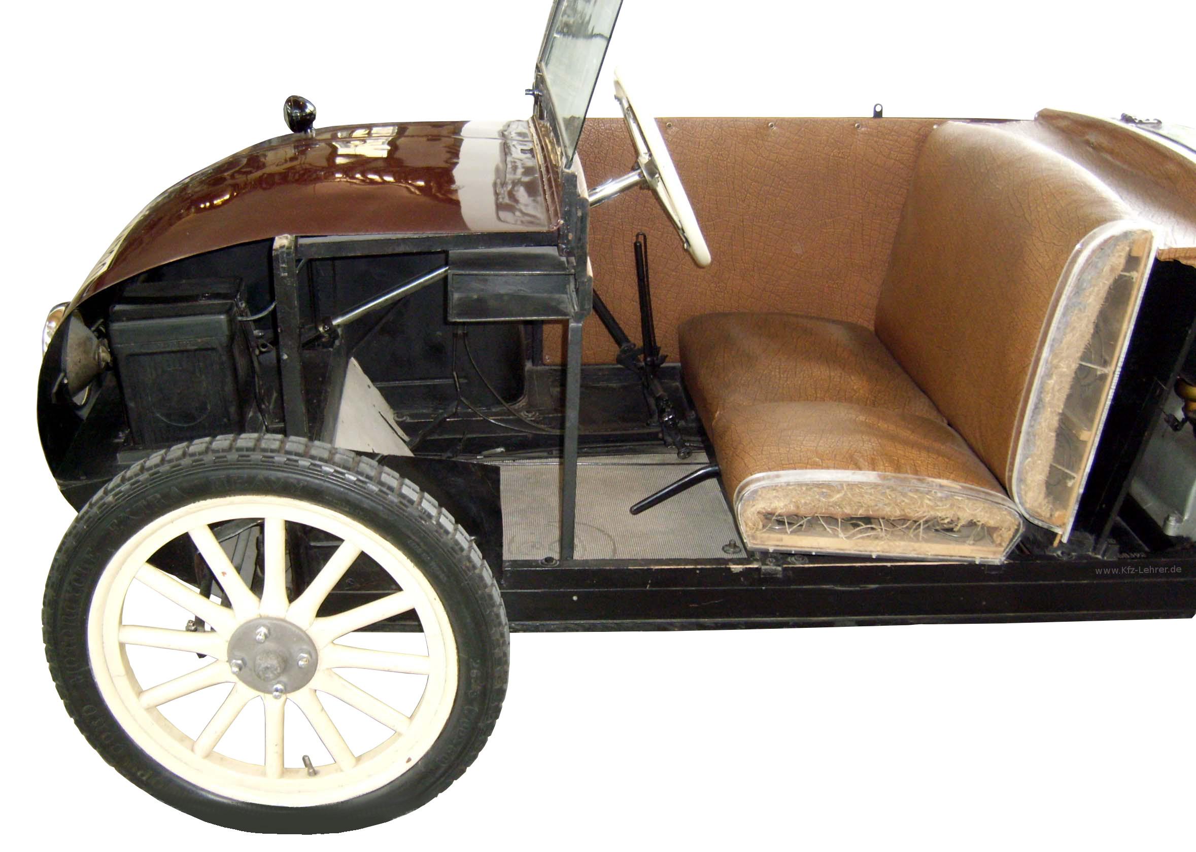 Sitz und Vorderwagen des hanomag Kommissbrot als Schnittmodell