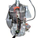 Blick auf und in das Schnittmodell eines Ilo Einzylindermotors