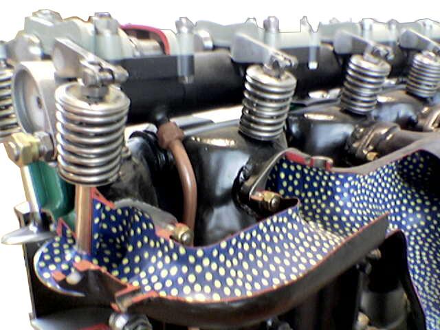Blick auf das Schnittmodell eines Junkers L5 Flugzeugmotors mit Frischluftkanal