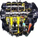 Blick auf ein Schnittmodell eines Kawasaki Motorradmotors mit 4 Zylindern und 4 Ventilen je Zylinder