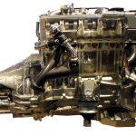 Blick auf das Schnittmodell des Mercedes 5-Zylinder-Diesels von 1990
