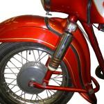 Schnittmodell einer MZ 175/1 mit Blick auf das Vorderrad und die geschnittene Gabel