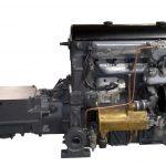 Blick auf den Maybachmotor mit angeflanschtem Getriebe