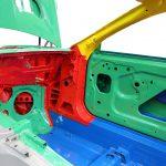 Blick in den Beifahrerfußraum der Rohkarosse des Mercedes SL von 2012