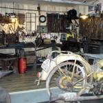 Blick in eine alte Motorradwerkstatt