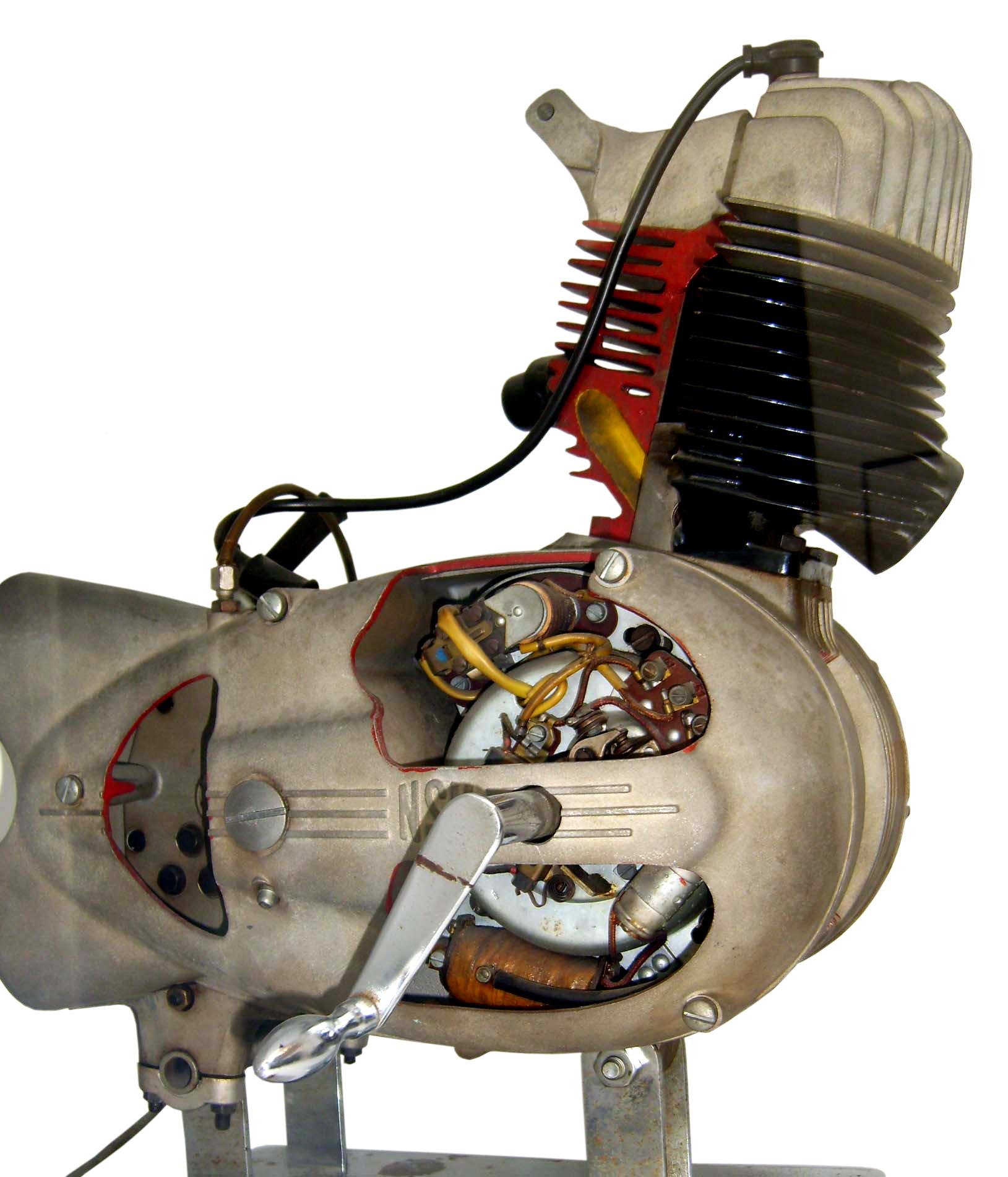 Blick auf das Schnittmodell eines NSU Einzylindermotors für Motorräder