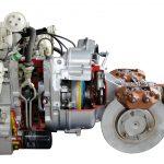 Blick auf das Schnittmodell eines NSU RO 80 Wankelmotors mit angeflanschtem Getriebe