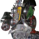 Blick auf den Porsche Boxer Motor als Schnittmodell von der Seite