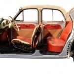 Blick von der Seite auf das Schnittmodell einer Renault Dauphine