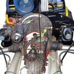 Blick auf das Schnittmodell eines VW Käfer Motors mit angeflanschtem Getriebe