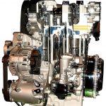 Blick auf ein verchromtes Schnittmodell eines VW Motors