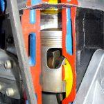 Blick in den Zylinder des 3-Zylinder-2Takt-Motors eines Wartburg 353 als Schnittmodell