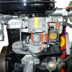 Blick auf das Schnittmodell eines Wartburg 3-Zylinder-2-Takt-Motors
