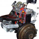 Blick auf den drei Zylinder Motor des Wartburg 353