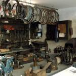 Weiterer Blick in die alte Zweirad- bzw. Motorradwerkstatt
