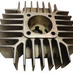 Blick auf das Zylindergehäuse eines 1 Zylinder 2 Taktmotors mit vielen Kühlrippen